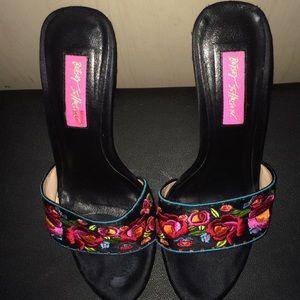 Floral betsey Johnson small platform sandals